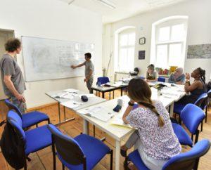 6 Personen im Deutschkurs im SprengelHaus