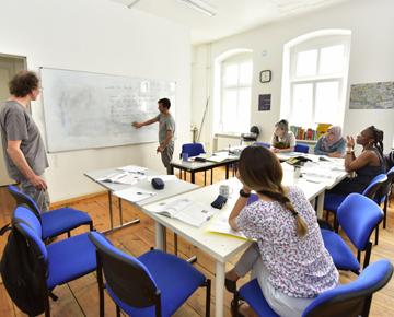 Foto einer Gruppe beim Deutschlernen