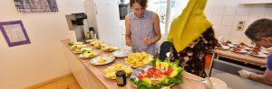 Vorbereitungen in der Küche zum gesunden Essen